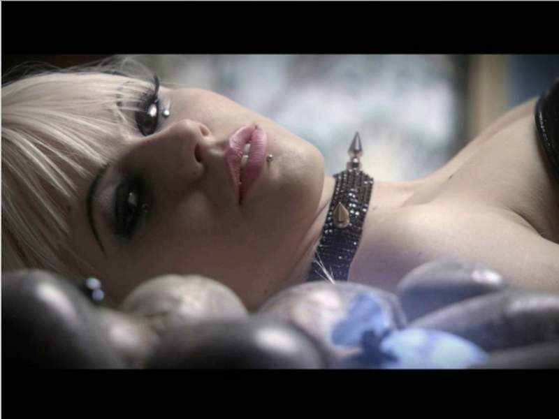 Kerli - Walking On Air Hi-Res