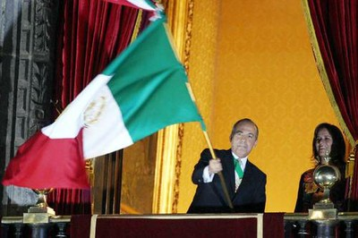 Video del Grito de Independencia en Mexico 2008 - Zocalo Mexico DF con el Presidente Felipe Calderon