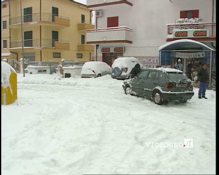 Ferrandina e Grassano bloccati dalla neve