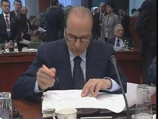 Pat-pat, Berlusconi!
