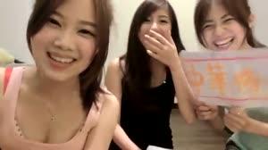 台湾の美少女たちが笑顔で韓国国旗を潰す Taiwan Girls hate Korea
